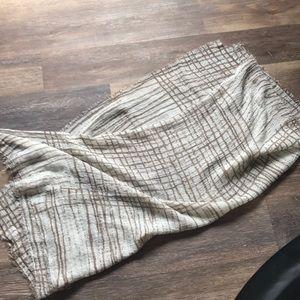 🌺NWT Gorgeous Tan / White Scarf Wrap